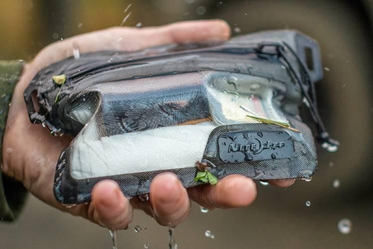 015 nite ize runoff waterproof wallet