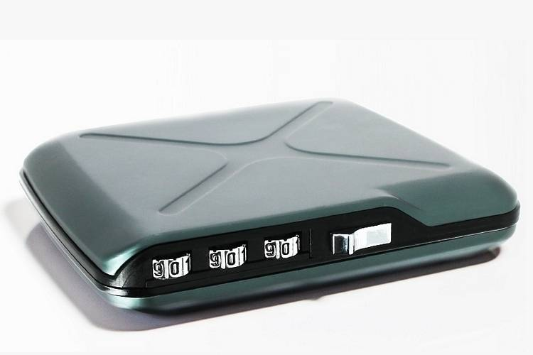 code wallet miniature gadkit Coolest Miniature Code Wallet